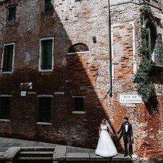 @shootcamp posted to Instagram: Wer sagt das harte Schatten Gift ist? 😁 Venedig, gerockt! ✅ by @fafengut_photography . Du möchtest auch gefeatured werden? Benutze unseren Hashtag #shootcamp. Wir freuen uns auf eure atemberaubenden Bilder! . #fafengutphotography#weddingphotograph #loveauthentic#potraitcollective #loveintentionally#elopement #heyheyhellomay #ftwotw#adventurouswedding#elopementcollective#weddedwonderland #theknot#momentsovermountains #indiebride#adventuresessi The Knot, Instagram, Gift, Venice Italy, Shadows, Pictures, Gifts