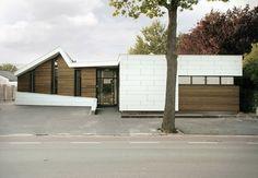 Built by zone zuid architecten in Roosendaal, The Netherlands zone zuid architecten blends contrasting materials in Osteopathie praktijk Roosendaal.  Dutch design practice zone zu...