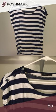 Forever 21 navy blue striped top Forever 21 navy blue striped top Tops Tees - Short Sleeve
