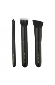 The Japonesque Complexion Trio Brush Set is an exquisite trio of professional-grade brushes that combines expert craftsmanship with the world's most beautiful bristles to create the perfect complexion. My Beauty, Beauty Nails, Hair Color Pictures, Natural Brushes, It Cosmetics Brushes, Makeup For Beginners, War Paint, Makeup Brush Set, Makeup Tools