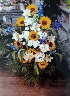 Poschgestecke Floral Wreath, Wreaths, Decor, Photo Illustration, Decorating, Flower Crowns, Door Wreaths, Deco Mesh Wreaths, Inredning