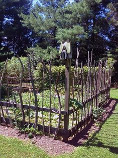 30+ Garden Projects using Sticks & Twigs. Garden beds, edging, plant markers, plant supports, birdhouses and more #lovelygreens #diygarden #gardening