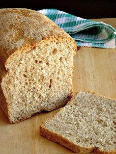 No-Fail Healthy Whole Wheat Bread Recipe. With this simple and delicious… Wholemeal Bread Recipe, Brown Bread Recipe, Loaf Bread Recipe, Bread Maker Recipes, Healthy Bread Recipes, Sandwich Bread Recipes, Banana Bread Recipes, Organic Bread Recipe, Healthy Homemade Bread