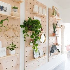 decor style diy giant pegboard diy shelving ideas modern shelf decor how to make shelves for big spaces vintage revivals Handmade Home Decor, Cheap Home Decor, Urban Home Decor, Peg Board Walls, Peg Boards, Peg Board Shelves, Diy Peg Board, Wall Boards, Mur Diy