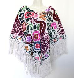 Un favorito personal de mi tienda Etsy https://www.etsy.com/mx/listing/478443177/hand-embroidered-mexican-poncho-ethnic