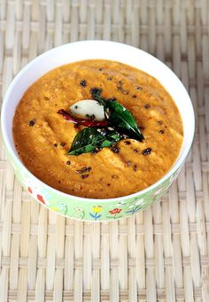 Coconut chutney is a south indian condiment made with fresh coconut, chilies, spices & herbs. Learn to make 7 easy coconut chutney varieties Indian Food Recipes, Beef Recipes, Vegetarian Recipes, Cooking Recipes, Ethnic Recipes, Indian Dips, Chutney Varieties, Chili Spices, Coconut Chutney
