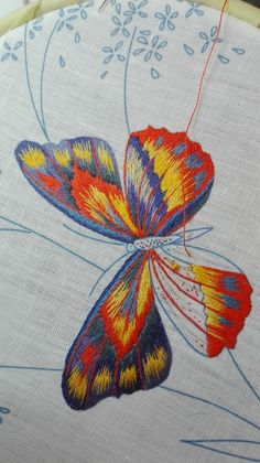 Convention Beating Around The bush 2018 Adélaïde… Embroidery Floss Crafts, Butterfly Embroidery, Creative Embroidery, Hand Embroidery Stitches, Crewel Embroidery, Hand Embroidery Designs, Embroidery Techniques, Cross Stitch Embroidery, Contemporary Embroidery