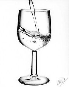 Ein interessantes Bild für Ihre Küche können Sie zeichnen: Glas mit Wasser zeichnen. Es sieht sehr ungewöhnlich aus. Schauen Sie diese Anleitung an: