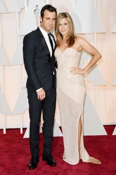 Jennifer Aniston en Justin Theroux - Oscars 2015. Click on the image for our entire Oscars coverage including all the dresses.