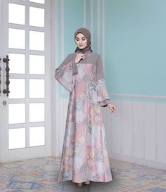 Batik Fashion, Abaya Fashion, Fashion Dresses, Fashion Muslimah, Muslim Women Fashion, Islamic Fashion, Moslem Fashion, Hijab Dress Party, Dress Brokat