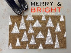 [a beautiful mess] spray painted holiday doormat