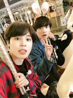 Jimin and Jungkook bts Jimin Jungkook, Bts Bangtan Boy, Namjoon, Jimin Cute Selca, Jungkook 2018, Bts 2018, Bts Taehyung, Foto Bts, Bts Photo