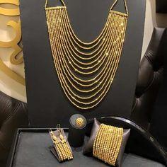 Gold Bangles Design, Gold Jewellery Design, Gold Jewelry, Jewelery, Gold Necklaces, Arabic Jewelry, Pakistani Jewelry, Gold Fashion, Indian Fashion