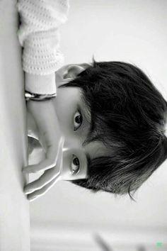 Bts Taehyung, Kim Taehyung Funny, V Bts Cute, Bts Black And White, V Bts Wallpaper, Bts Lockscreen, Album Bts, Daegu, Bts Pictures