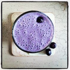 Blueberry Super Smoothie- Bluberries, almond milk, sprouted brown rice protein p. - Health and wellness: What comes naturally Healthy Food Choices, Healthy Foods To Eat, Eating Healthy, Healthy Drinks, Healthy Life, Healthy Living, Superfood Smoothies, Smoothie Recipes, Green Smoothies