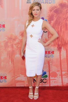 Brittany Snow's dress is TO DIE for.