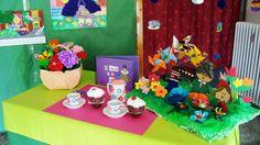 Mesa exposicion caperucita violeta