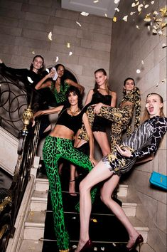 Runway Fashion, Fashion Models, Fashion Brands, High Fashion, Fashion Outfits, Just Over The Top, Models Backstage, Modelos Fashion, Mode Editorials