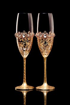 Personalized Glasses Gold Wedding Glasses with Crystals Bride Groom Glasses Wedding Flutes Champagne Flutes Toasting Flutes Golden Wedding Bride And Groom Glasses, Wedding Wine Glasses, Diy Wine Glasses, Decorated Wine Glasses, Wedding Flutes, Bride Groom, Wedding Set, Wedding Cakes, Wedding Bride