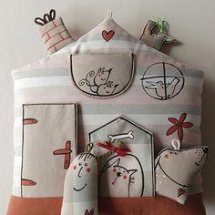Polštář ... DOMEČEK u SLEČNY COPÁNKOVÉ Doll Toys, Dolls, My Works, Toilet Paper, Pillows, Holiday Decor, Home Decor, Baby Dolls, Decoration Home