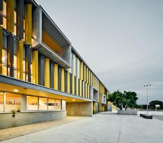 Batlle i Roig   Building Barcelona. Roseta Mauri Secondary School. Photography: www.jordisurroca.com