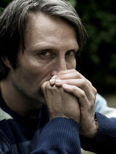 Mads with his hands under his chin