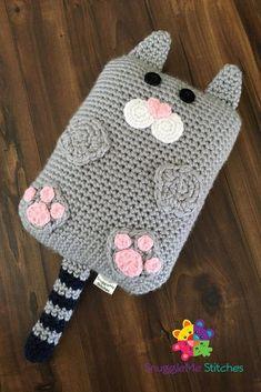 Sebastian the Cat Cuddler Crochet pattern by Samantha Schreyer – Mundo de ganchillo Small Crochet Gifts, Crochet For Kids, Crochet Baby, Crochet Pillow Cases, Crochet Phone Cases, Chat Crochet, Crochet Dolls, Amigurumi Patterns, Knitting Patterns