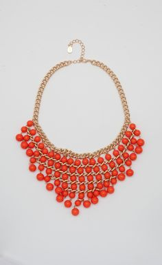 Ohhhhh my mind is in overdrive thinking of all the possibilities one can have with this fab statement necklace:)