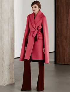 Max Mara CRETA corail: Manteau en cachemire. Find your outfit on the Official Max Mara Website and discover all that is new in ready-to-wear.