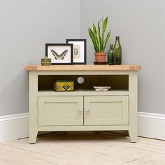 "Houghton French Grey Corner TV Stand - up to 42"" including free delivery (731.087) 