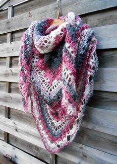 Chale réalisé au crochet avec une laine dégradée lamée : Echarpe, foulard, cravate par maryzdko