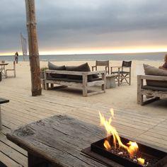 Strandclub Witsand bij Noordwijk aan zee. Heerlijk toeven met je voetjes in het zand.