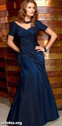 Vestido de festa azul com mangas