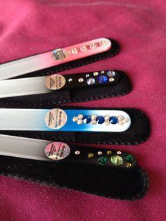 Limas de cristal templado. Decorada con cristales Swarovski. Es lo mejor en limado de uñas. No las triza ni deja puntas y duran para toda la vida  www.montluxe.com
