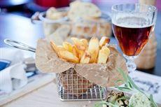Minikorg som passar utmärkt för servering av pommes frites.
