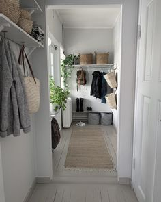 Wholesale Home Decor, Entry Hallway, Home Decor Shops, Scandinavian Interior, Decorating On A Budget, Home Decor Furniture, Unique Home Decor, Home Decor Accessories, New Homes