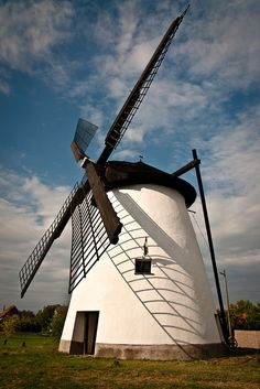 Windmill in Szeged, Hungary. I had the best pizza and crepes in this country. Budapest Travel Guide, Old Windmills, Blowin' In The Wind, Central Europe, Le Moulin, Covered Bridges, Eastern Europe, Architecture, Around The Worlds