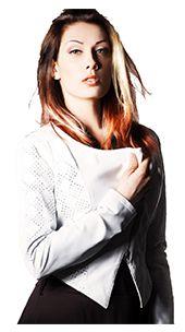 Giacca da donna Modello Gabry! Pratica, versatile ed elegante la giacca in vera pelle modello Gabry di Pelletteria Italiana. Dona un look femminile e sempre raffinato alla donna che ama giocare con  il suo stile.