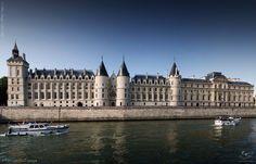 Na Conciergerie foram aprisionadas muitas personagens famosas, incluindo Maria Antonieta durante a Revolução Francesa.