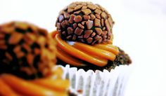Coisas de Alice - cupcake com brigadeiro