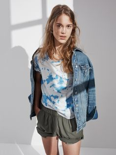 b200a9b5c0 madewell cloud-dyed tee worn with the oversized jean jacket + pull-on shorts
