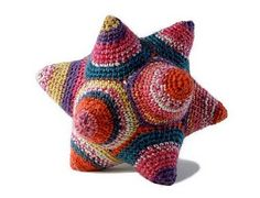 Cool!   Pattern @ http://creativeideasforyou.blogspot.com/2011/01/free-celestine-crocheted-or-knitted.html