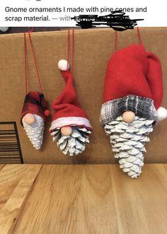 Christmas Ornament Crafts, Christmas Wood, Christmas Crafts For Kids, Homemade Christmas, Diy Christmas Gifts, Christmas Projects, Holiday Crafts, Christmas Wreaths, Christmas Ideas