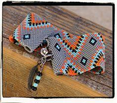 Native American Tribal peyote beaded bracelet cuff par PicklesandCo