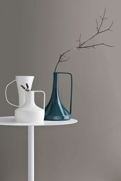Find out all of the information about the DIAMANTINI & DOMENICONI product: contemporary vase / ceramic HIDRÌA by Stefania Vasquez. Glass Ceramic, Ceramic Art, Glass Vase, Ceramic Decor, Objet Deco Design, Contemporary Vases, Decoration Table, Chandeliers, Home Accessories