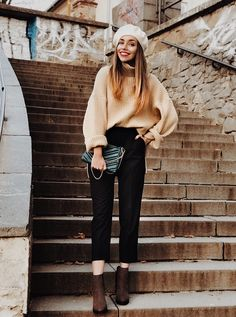 #casual #casualstyle #lookbook #lookoftheday #looks #fashion #streetstyle #holiday #sweaters #beige #pants #black #beret #ootd #lauren #lauismyname #laurinstyle #inspiration #inspopic #ideas Holiday Sweaters, Beige Pants, Beret, Hipster, Ootd, Street Style, Photo And Video, Chic, Casual