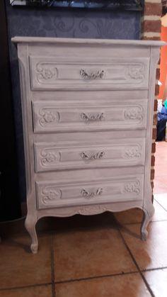 Meuble à tiroir patine Oldies factory Travail réalisé chez le client. Client, Dresser, Antiques, Furniture, Home Decor, Homemade Home Decor, Lowboy, Antiquities, Stained Dresser
