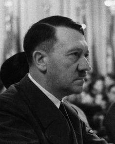 1942… love this photo. (via putschgirl)
