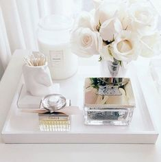 We've rounded up the most chic and minimalist vanity inspiration and makeup storage ideas to give you major design ideas. Coffee Table Styling, Decorating Coffee Tables, Tray Styling, Tocador Vanity, Vanity Decor, Vanity Tray, Vanity Ideas, Makeup Organization, Vanity Table Organization