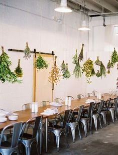 hanging herbs, very aromatic: Kinfolk Magazine Vol. Hanging Herbs, Hanging Flowers, A Well Traveled Woman, Kinfolk Magazine, Event Styling, Dried Flowers, Fake Flowers, Home Decor Inspiration, Dining